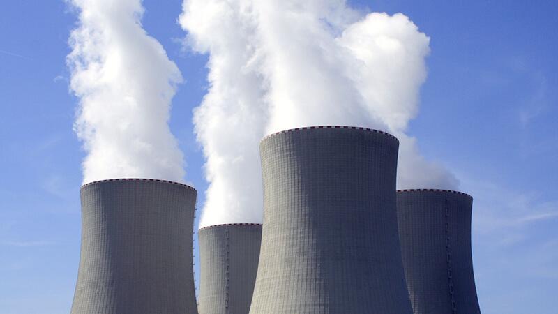 Krafwerk stößt Emissionen aus - Abluftreinigung mit der weyer gruppe