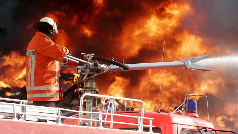 Feuerwehr löscht Brand vom Feuerwehrwagen aus