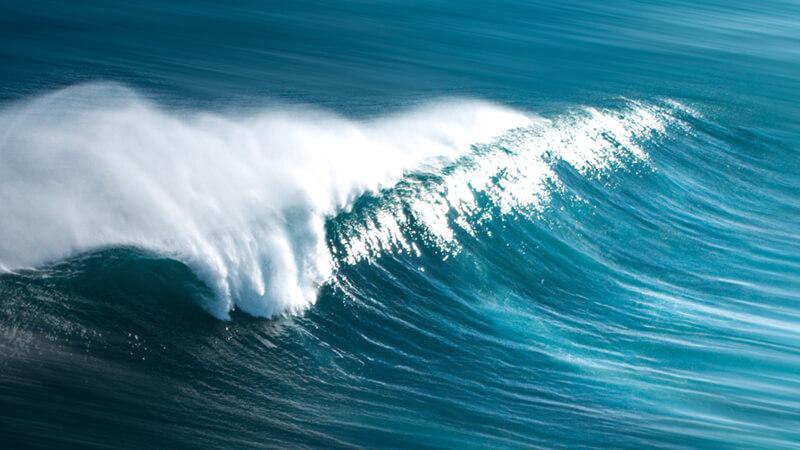 Welle im Meer bricht