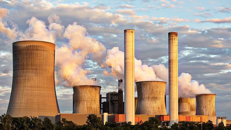 Kraftwerk in der Abendsonne