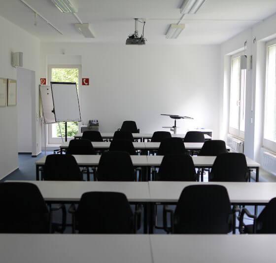 Seminarraum hubertushof mit parlementarischer Sitzordnung