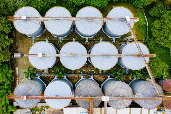 Luftaufnahme einer Tankanlage