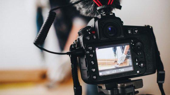 Kamera filmt das Unternehmensvideo der weyer gruppe